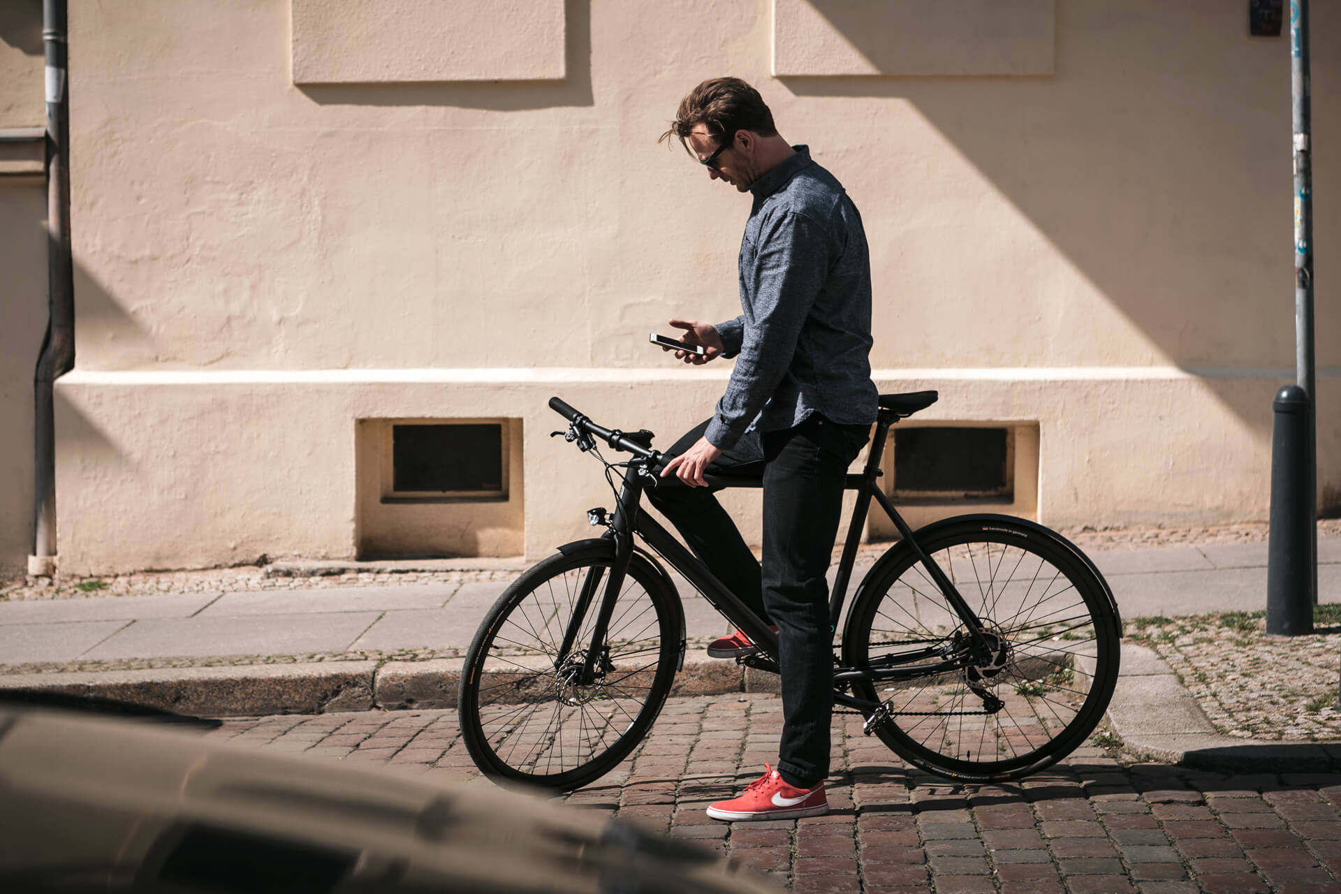 ampler rider unsing his smartphone